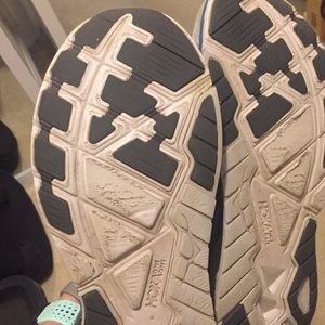 Hoka One One Shoes - Hoka Arahi 3